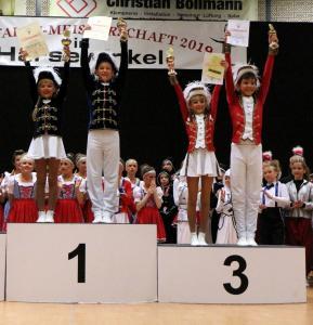 _kl_Junioren-Tanzpaare Josefine Elling & Louis Krömer und Lisann Wiechers & Justus Averbeck
